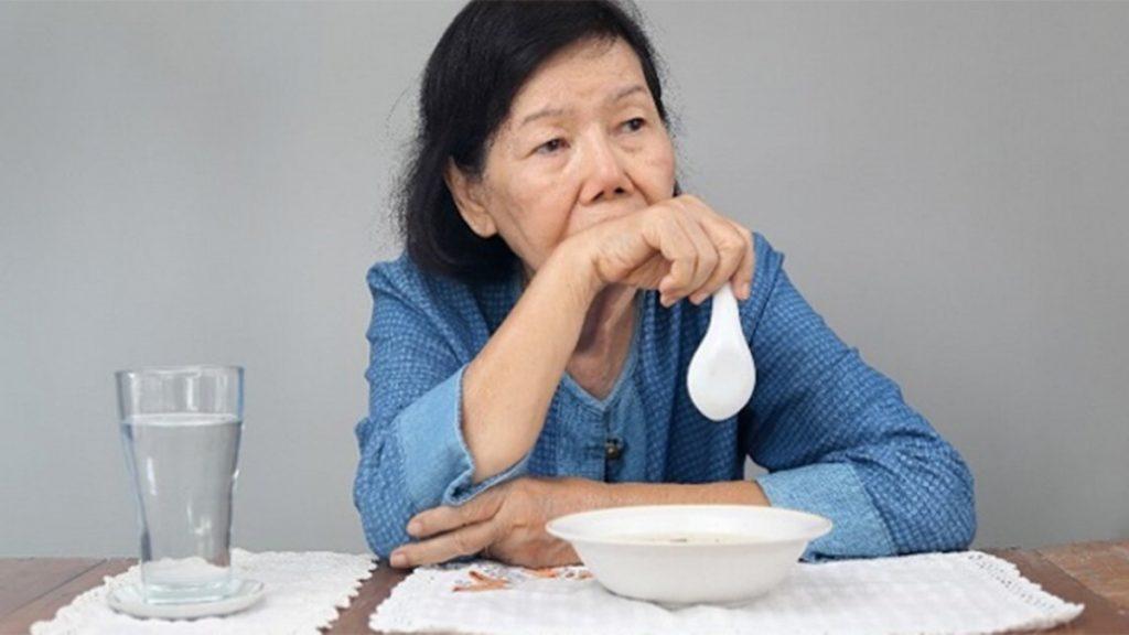 Biện pháp giúp bổ sung dinh dưỡng và chăm sóc người già chán ăn