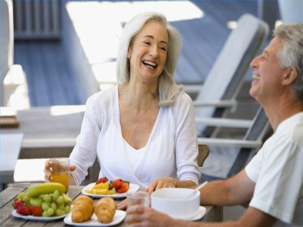 Những thực phẩm nào tốt giúp tăng cường trí nhớ cho người già?
